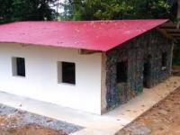 Des maisons construites avec des déchets recyclables ...